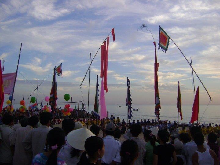 Truyền Thống Đua Thuyền của Làng An Bằng (Boat Racing Tradition of An Bang Village)