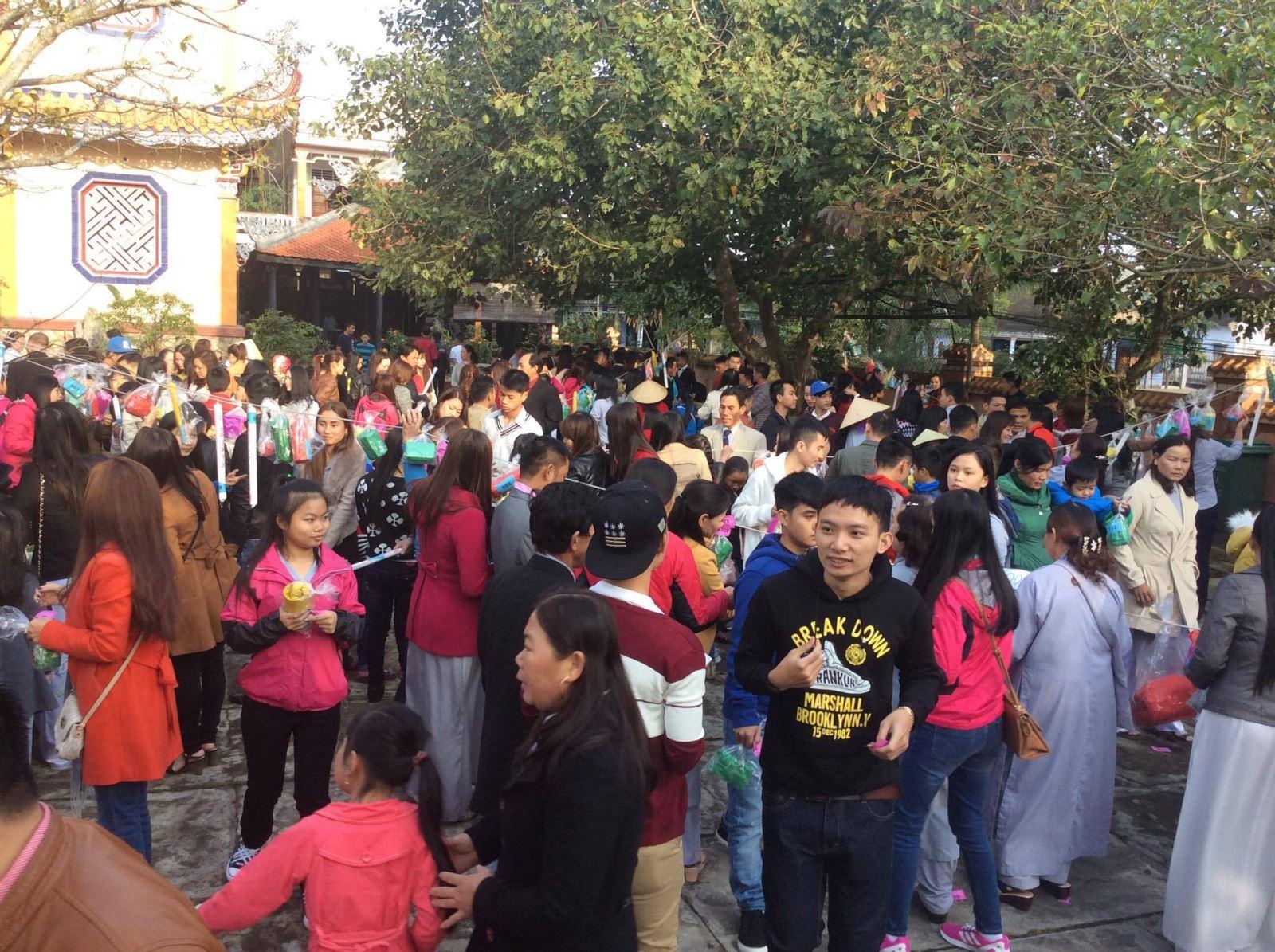 Sinh Hoạt Tôn Giáo Tại Làng Vào Ngày Đầu Năm 2016