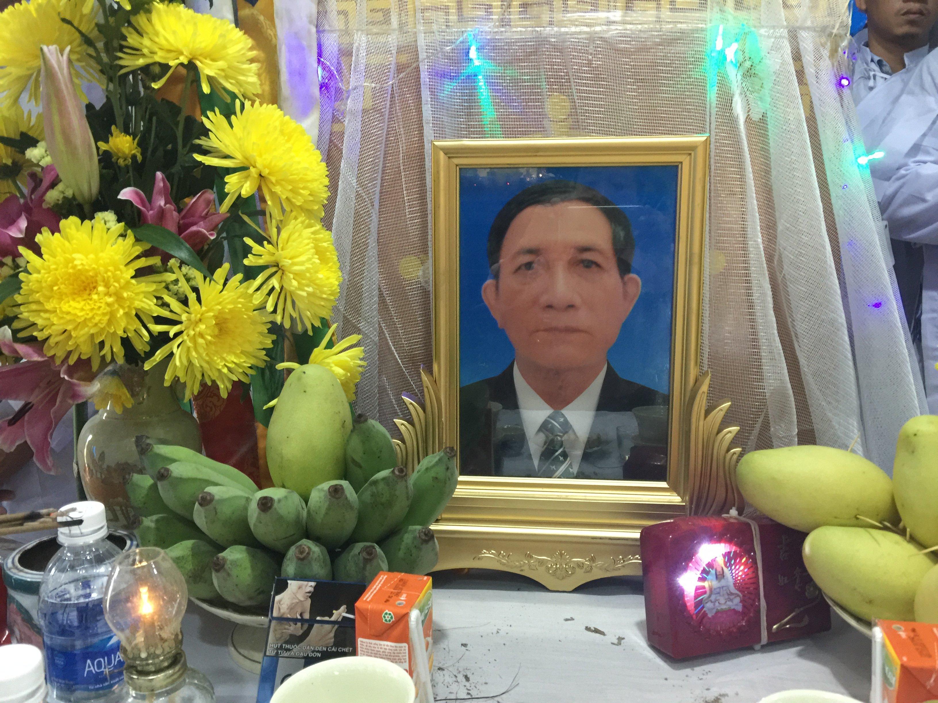Ông  Văn Công Y qua đời.