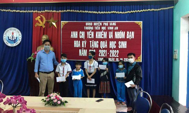 Tặng quà đến những học sinh và gia đình có hoàn cảnh khó khăn trên quê hương An Bằng